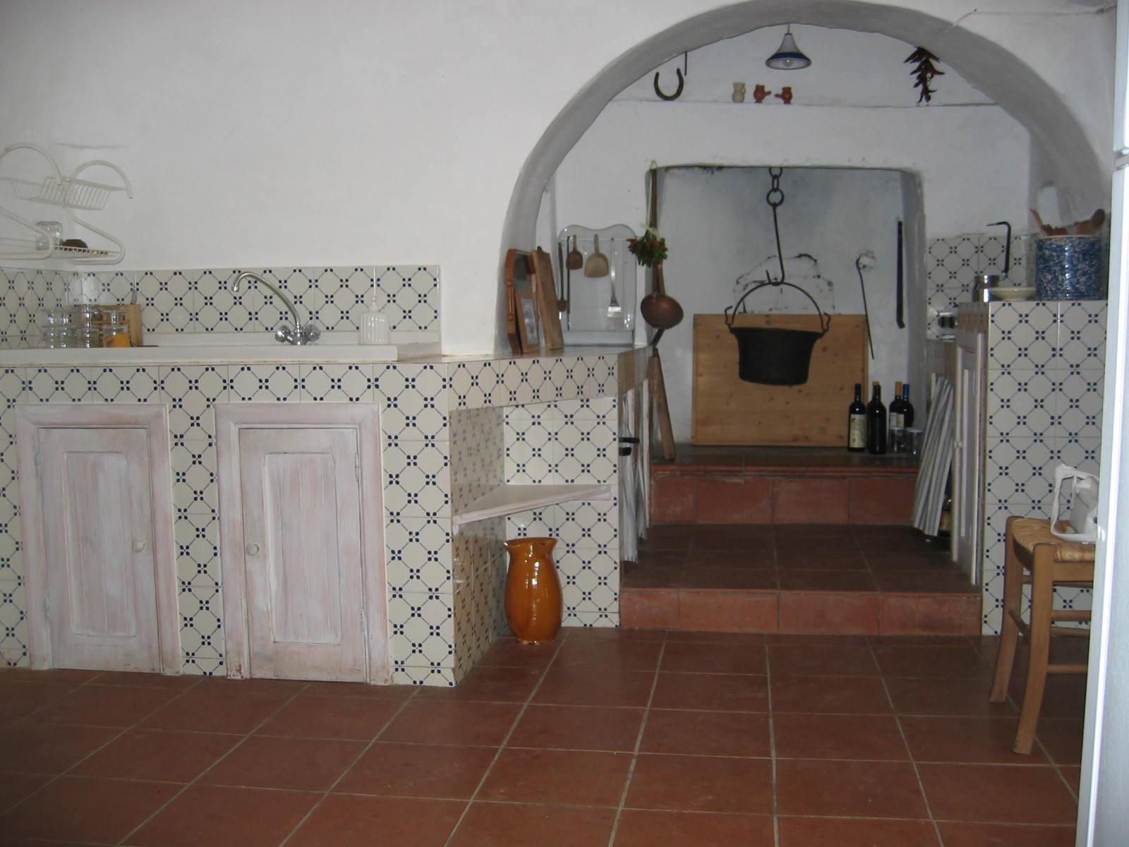 Trullo Bianco  Gli interni e gli esterni del trullo  Trullo in affitto Salento e Alberobello