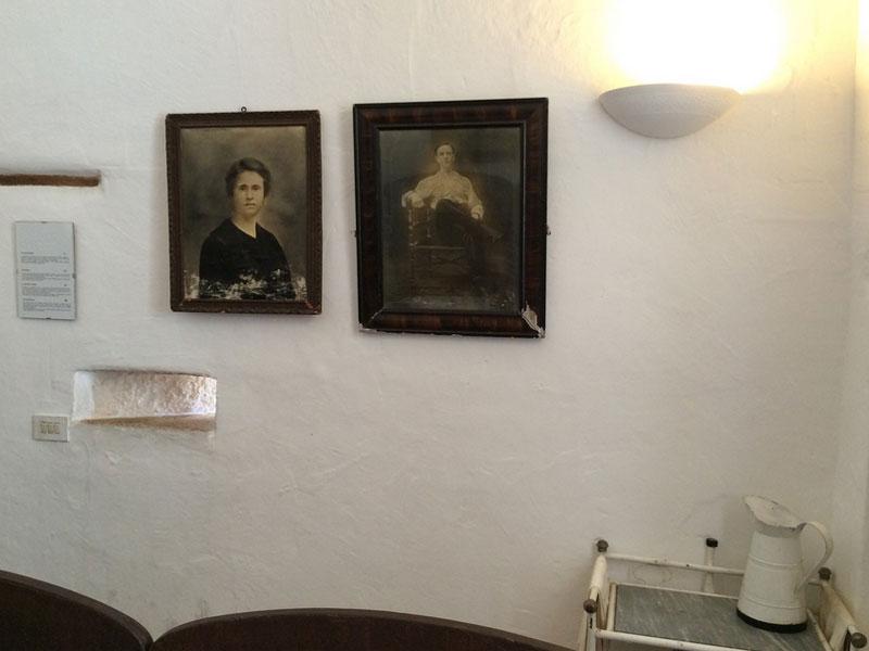 La camera da letto  Trullo Sovrano  casa museo Alberobello