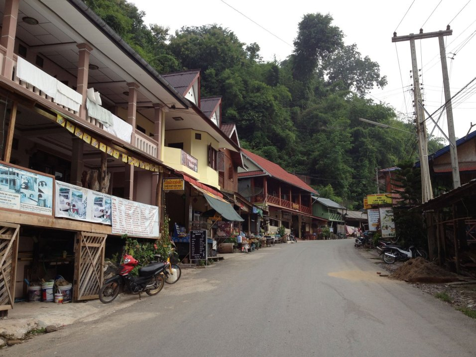 The bustling metropolis of Pakbeng. There's only one bar.