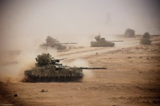 """Pakistani army tanks take part in a military exercise in Bahawalpur, in Pakistan's Punjab province, April 18, 2010. Pakistan's army is holding its biggest military exercises """"Azm-e-Nau-3"""", or New Resolve 3, involving troops from all services and the Pakistani Air Force, from April 10 to May 20."""