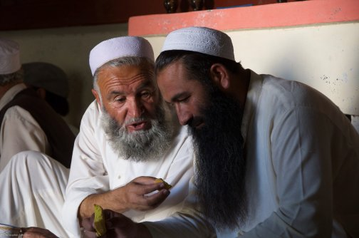 Members of an anti-Taliban lashkar in northwest Pakistan confer on strategy on handling militants in their area