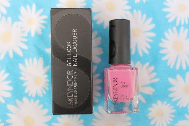 esmalte de uñas de la marca Skeyndor rosa