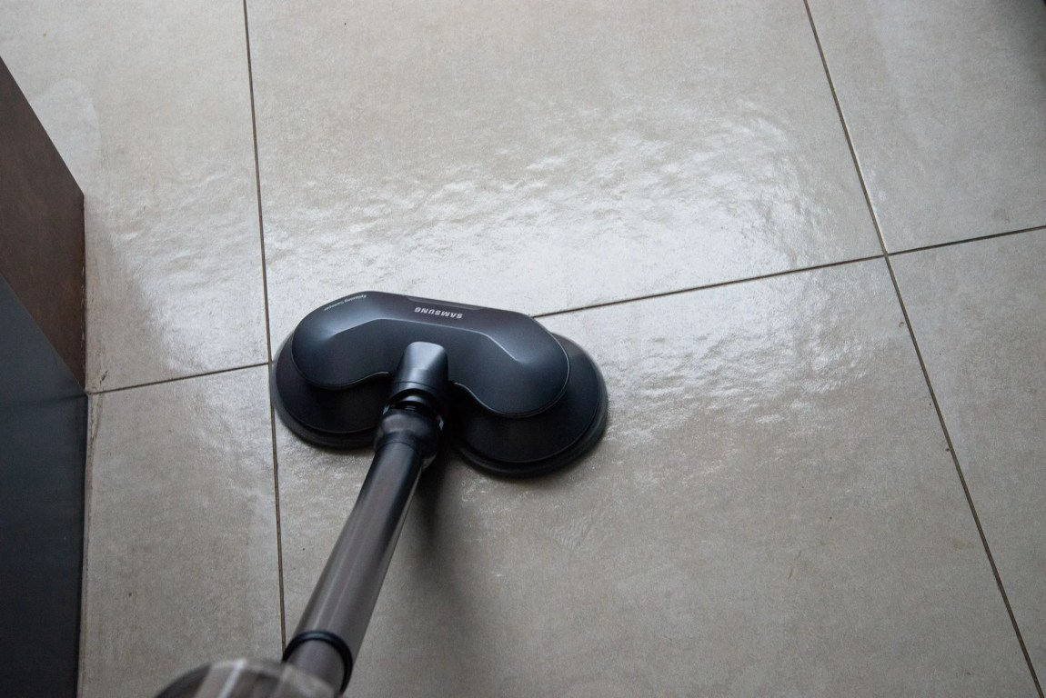 Samsung PowerStick Jet VS9000 cleaning a floor