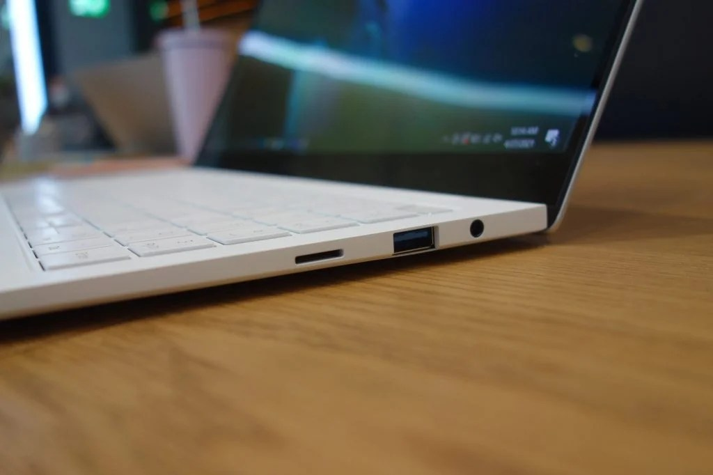Samsung Galaxy Book Pro - USB-A, microSD и разъем для наушников