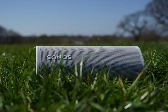 Sonos Roam in park