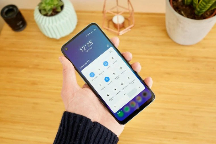 Realme 8 5G front on of the display with Realme UI
