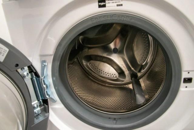 Whirlpool FreshCare FFD 9448 BSV UK drum