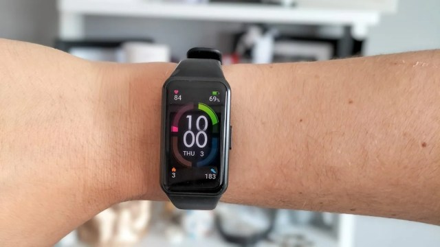 Honor Band 6 being worn on the wrist
