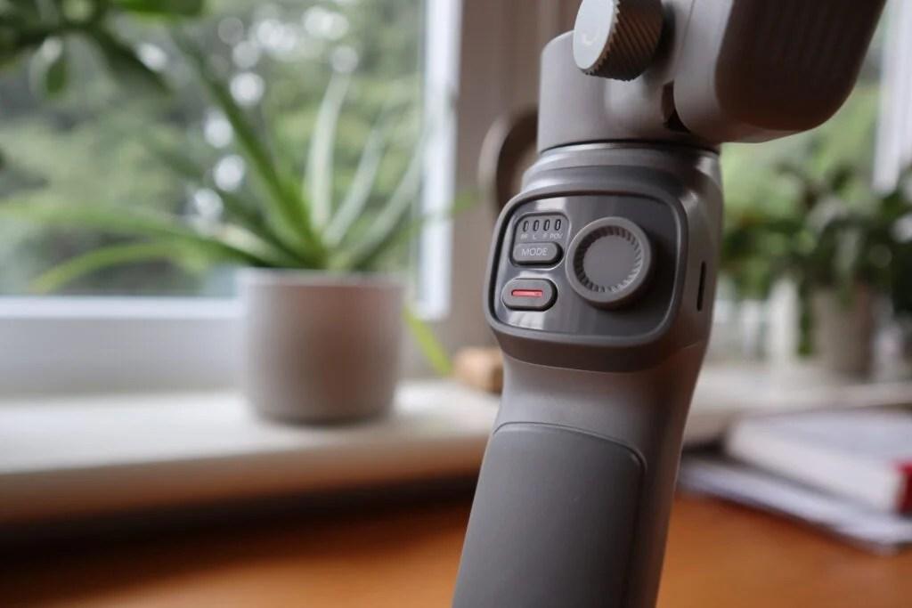 Аналоговый джойстик и кнопки на Zhiyun Smooth-Q3