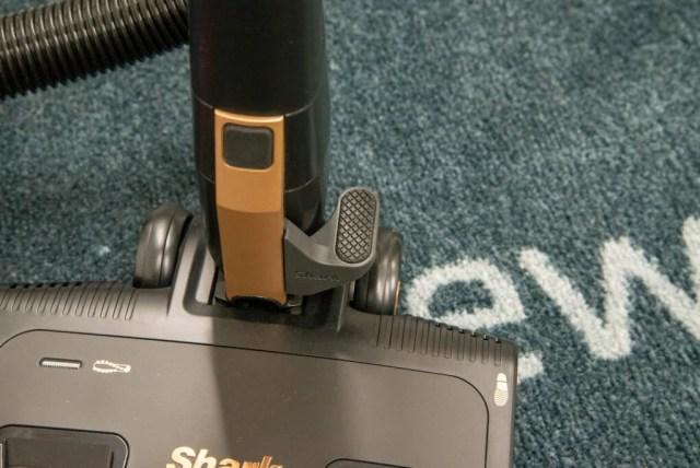 Shark Bagless Cylinder Vacuum Cleaner CZ500UKT head release