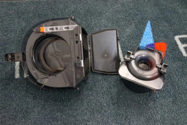 Shark Bagless Cylinder Vacuum Cleaner CZ500UKT bin