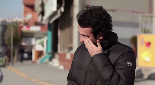 A whole neighborhood learned the sign language to make a surprise to their deaf neighbor 5