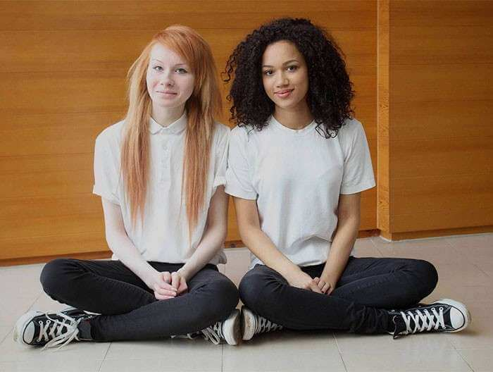 Beautiful Pictures Of The First Twin Sisters With Different Skin Colors Who Are 18 Years Old Today (9)