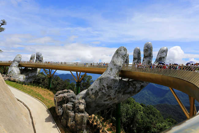 Spectacular Bridge in Vietnam Will Make You Feel like You Are in a Dreamland-6