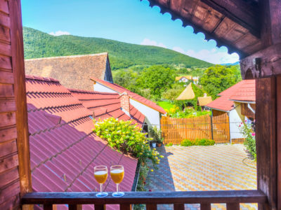 Magical apartment in a village by Sibiu, Romania – Pastoral, authentic and cheap experience