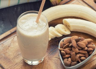 Workout almond smoothie