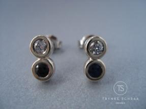 Witgouden oorknopjes met diamant en saffier