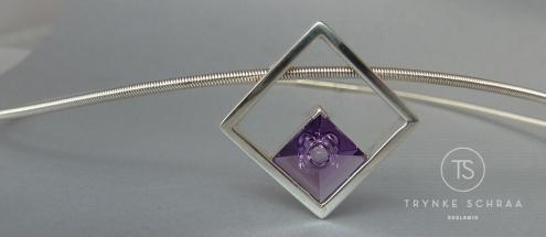 Zilveren hanger met amethyst geslepen door Munsteiner