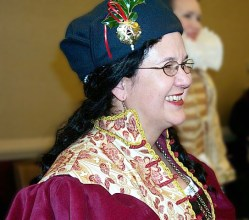 Courtier hat with badge for Ascelin Queen of the West, photo by Jocelyn of Rowenwood