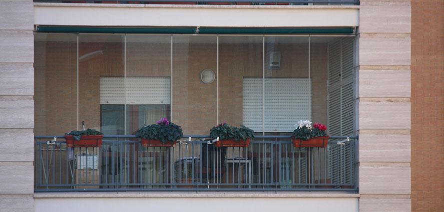 Chiusure balconi a vetri scorrevoli  TSH Service