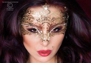 2141 FD Μάσκα σε χρυσαφί απόχρωση με κρυσταλάκια -Χρυσό