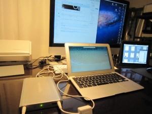 MacBook Airで本気でノマドするなら是非持ちたいアイテム2つ