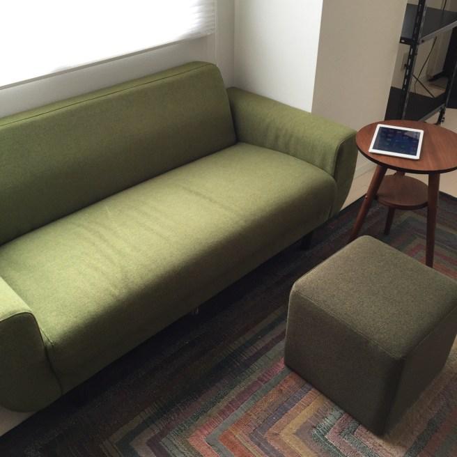 僕の暮らしにソファーがやってきて iPad の使い方が変わった