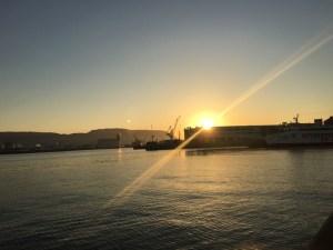 快晴の高松で早朝3kmラン!海からの日の出の中走って超爽快! [2015年10月 香川旅行記 その3]