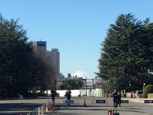 神宮外苑から富士山が見えた!! 脚にダメージあるけど淡々と走ろう12km昼ラン! [ランログ]