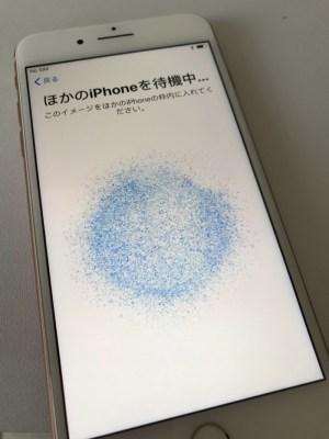 iPhone 8 Plus を アクティベートしたら 隣に置いていた iPhone 7 Plus の 設定がワイヤレスで自動転送されてビックリした件!! [iPhone]