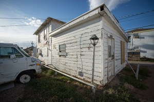 Boarded up back house in South Overton. Nicolas Lopez/The Hub@TTU