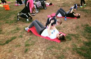 mamme che fanno ginnastica nei parchi