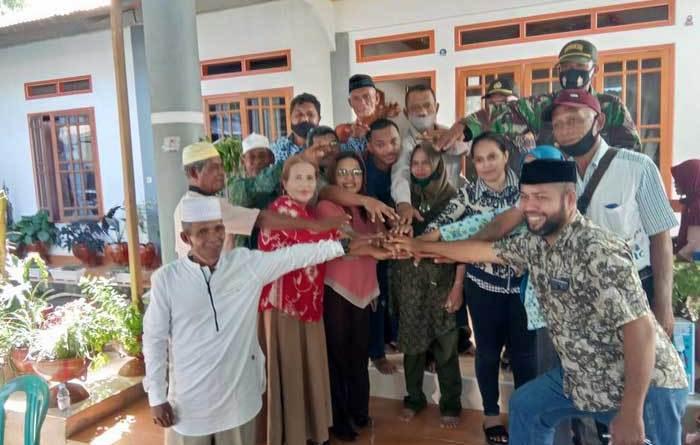 Wakil Walikota Tual, Usman Tamnge, SE dan Sekretaris Daerah Kota Tual ( Sekda ), A. Yani Renuat, Senin ( 17/05/2021 ) hadir menyaksikaan secara langsung proses perdamaian antara dua keluarga di Kota Tual, yang mengakibatkan aksi massa pada hari kedua perayaan Idulfitri, Jumat ( 14/05/2021 ) di Wearhir Kecamatan Dullah Selatan, Kota Tual.