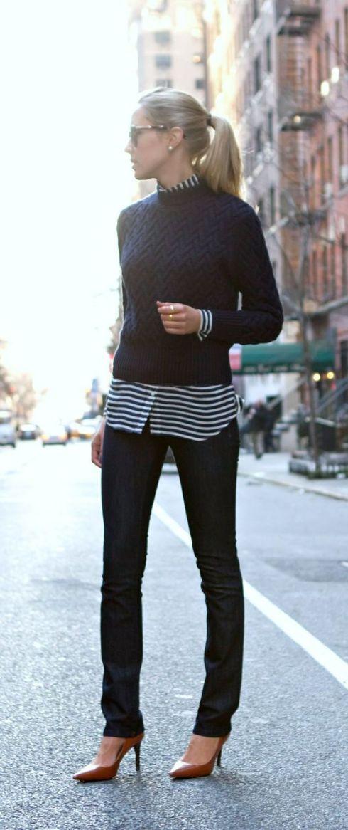 camisa de rayas con jersey y pantalón negro