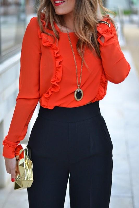 pantalón negro con top rojo