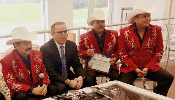 Los Cardenales de Nuevo León reciben medalla al trabajo y perseverancia.