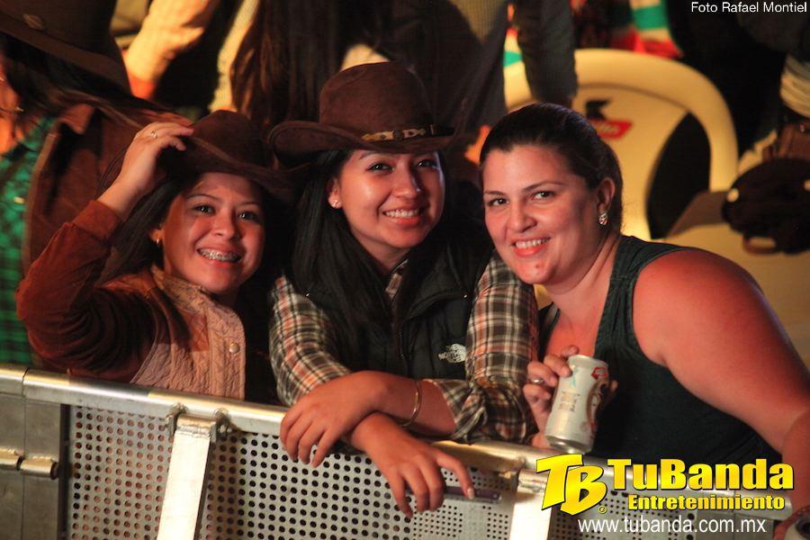 Las fans de la Trakalosa disfrutando la actuación