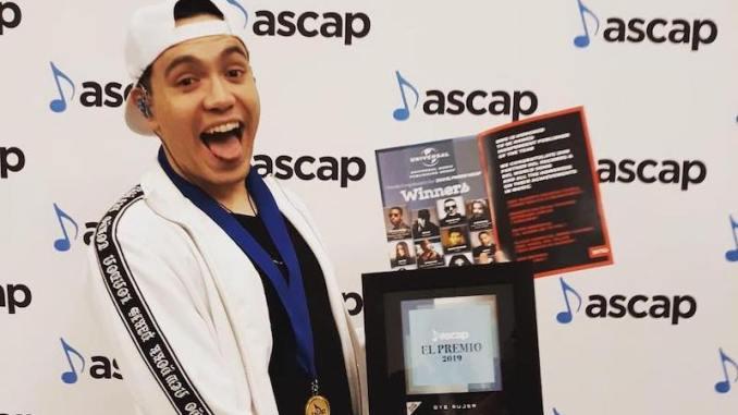 """Raymix es distinguido con el premio ASCAP 2019 por su canción """"Oye Mujer"""""""