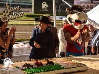 José Julián participó en el 76 aniversario del Hipódromo de las Américas