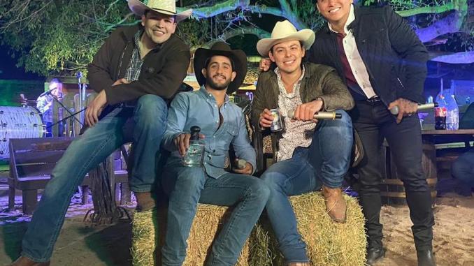 """Todo un éxito """"Puras de caballos"""" de Diego Herrera"""