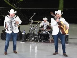 Grupo Pesado ofrece exitoso concierto On Line.