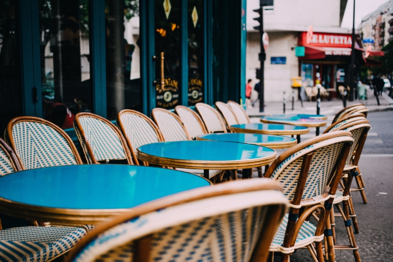 outdoor-teal-cafe-tables