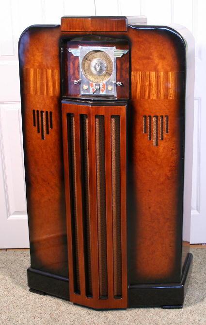 Midwest DD18 Console Radio 1936