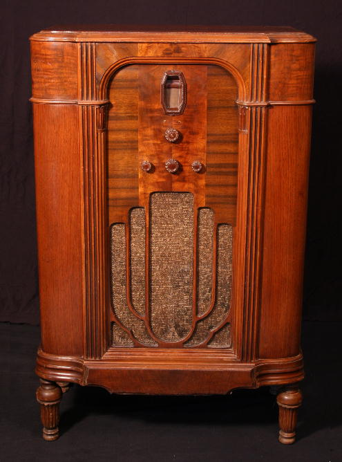 Philco 16L Lowboy Console Radio