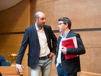 El Diputado de Carreteras, Pablo Seguí, junto al presidente, Jorge Rodríguez, en el salón de plenos.
