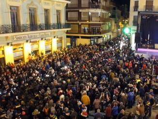 La plaza del Doctor Cajal de Cheste durante el recibimiento a los moteros.