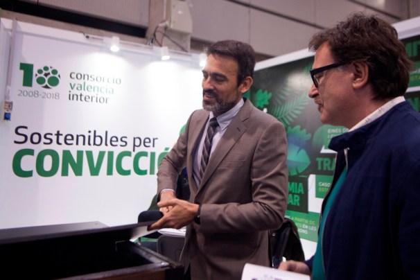 El ente expone el primero de los compostadores producido a partir de plásticos recuperados en las plantas de Llíria y Caudete de las Fuentes.