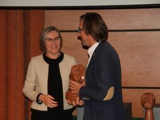Salvador entrega el premio de Sostenibilidad Territorial al Ayuntamiento de Ayora en los premios Buen Gobierno de la FVMP