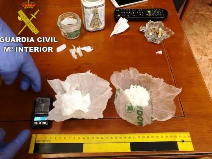 Con está intervención se ha evitado la entrada en el mercado ilegal de más de 18 kilos de marihuana, así como diversa cantidad de cocaína lista para su distribución.