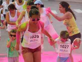 La Holi Run llena Cheste de color.